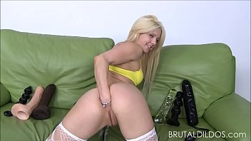 to blonde rooms has up petite the massage max hole filled shaved her horny Bobbi bliss gives insane head